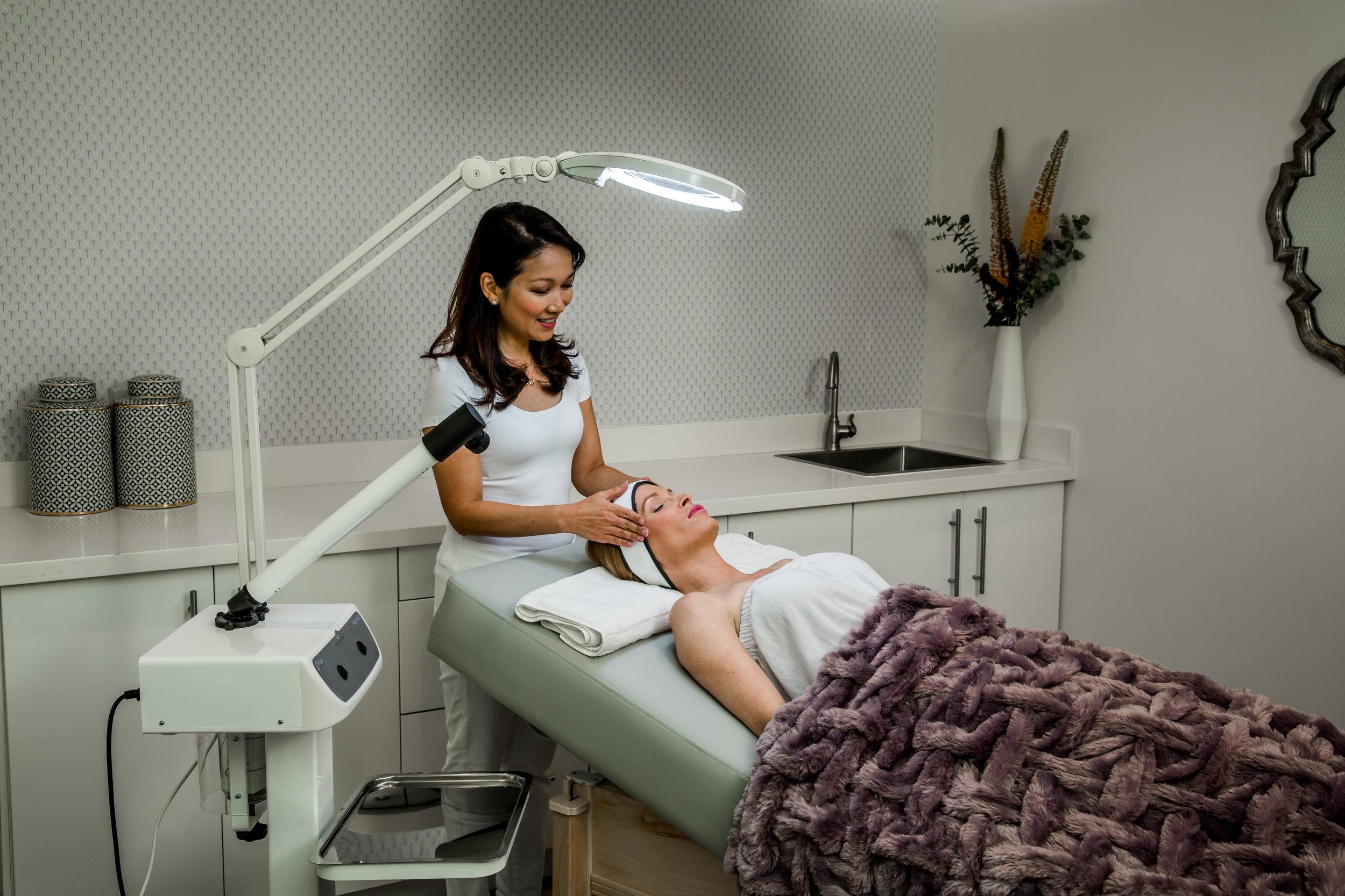 Skinworx.Client.in.Treatment.Room.JPG