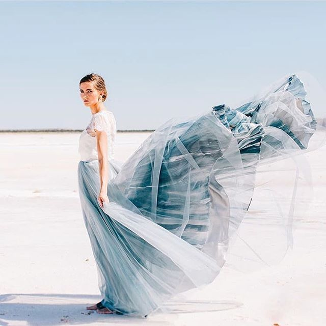 Does the Mae Gown by @chantellaurendesigns ever take a bad pic? We doubt it!! The layers of organza and tulle, gorgeously hand painted in the most beautiful shades of blue... So perfect for our Schone brides! Come try her on in our shop (and be prepared to fall in love 💙) Photo by @sarahlibbyphotography