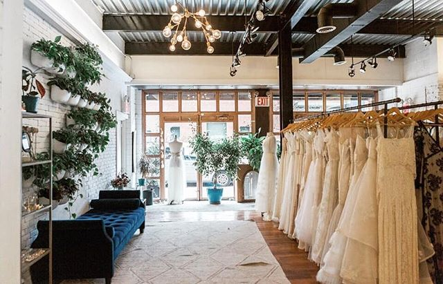 Happy Friday! Can't wait to meet all our brides today and tomorrow! Weekends are for lovers and brides  don't you know😘