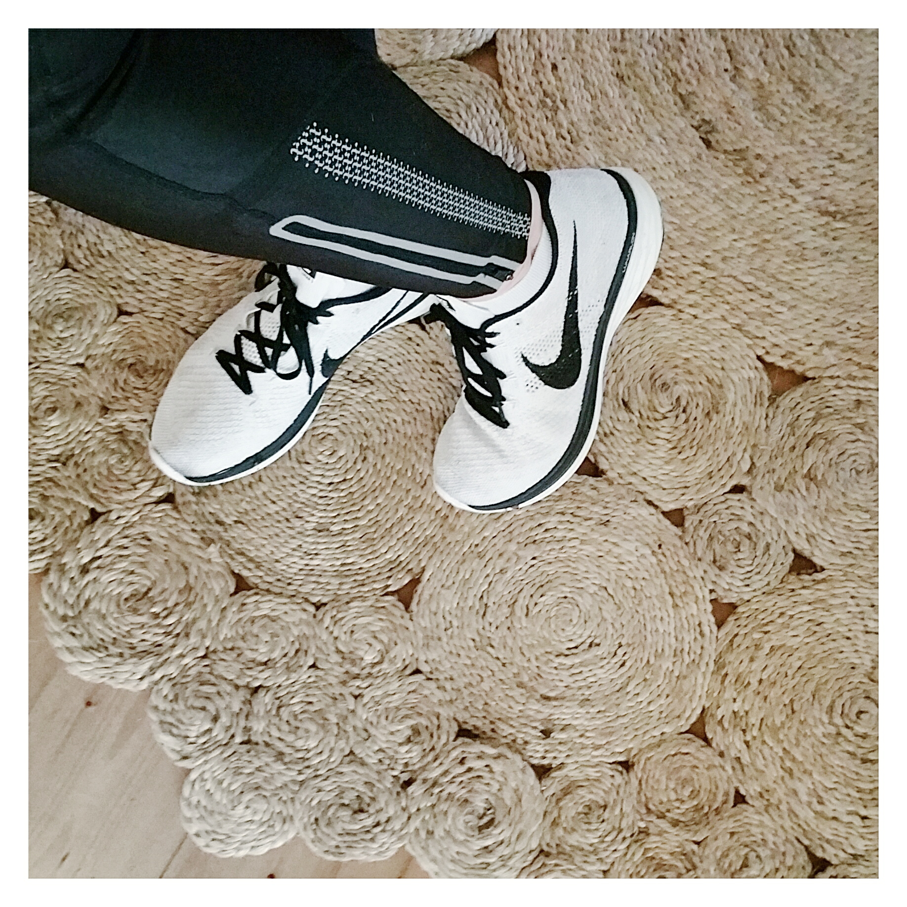 nike-flyknit-white-running-shoes