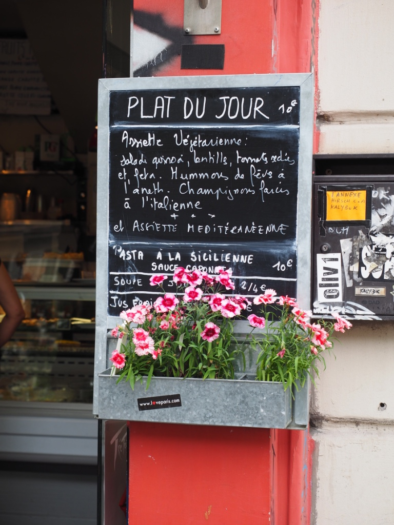 We adored this clever use of a window box that we spotted in Paris. (And as for that menu, it sounds pretty good - we'd just swap over the feta to almond feta though!)