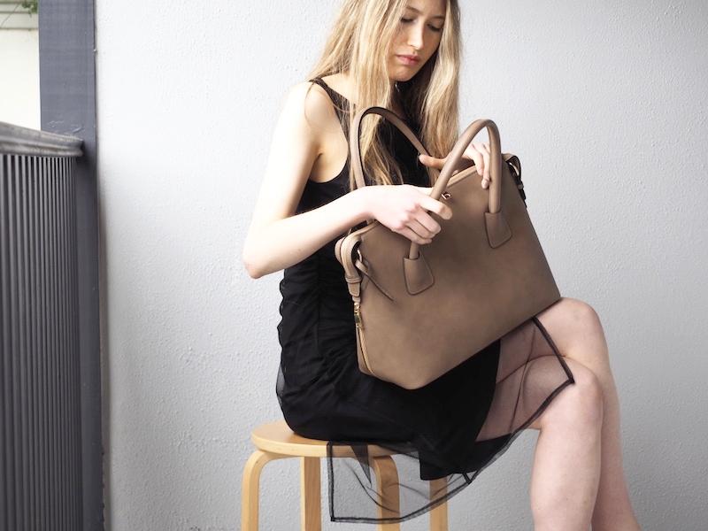 angela roi-luxury-vegan-handbag-moa-tote.jpg