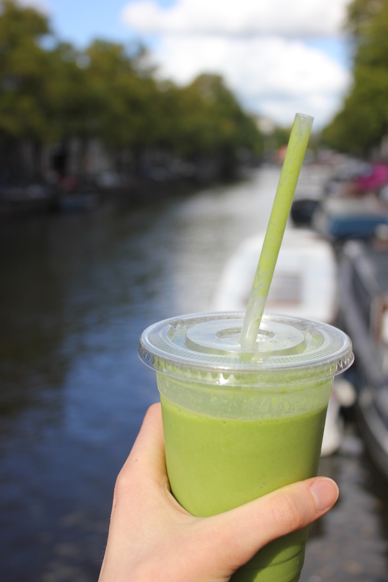 green-healthy-smoothie-bar-cafe-amsterdam.jpg