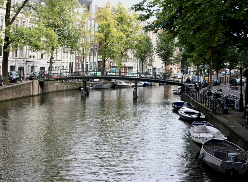 green-vegan-fashion-store-geitenwollenwinkel-amsterdam.jpg