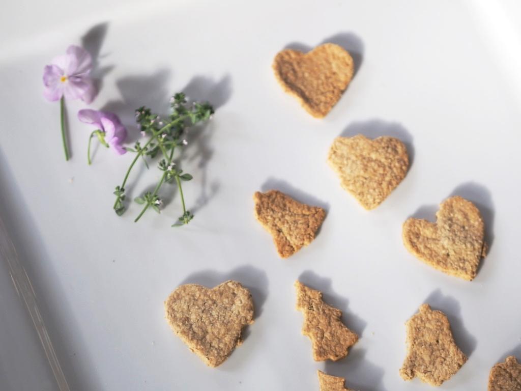 rosemary-oat-cake-recipe-vegan.jpg