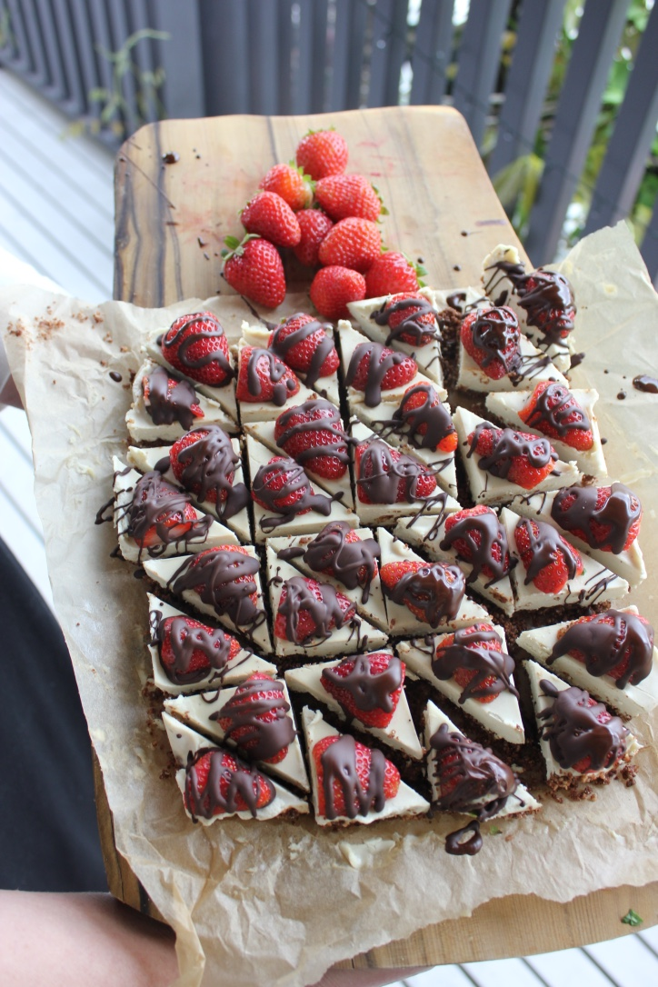 raw-vegan-chocolate-vanilla-strawberry-christmas-cheesecake.jpg