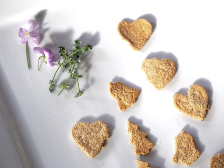 easy-vegan-olive-oil-oat-cakes-recipe.jpg