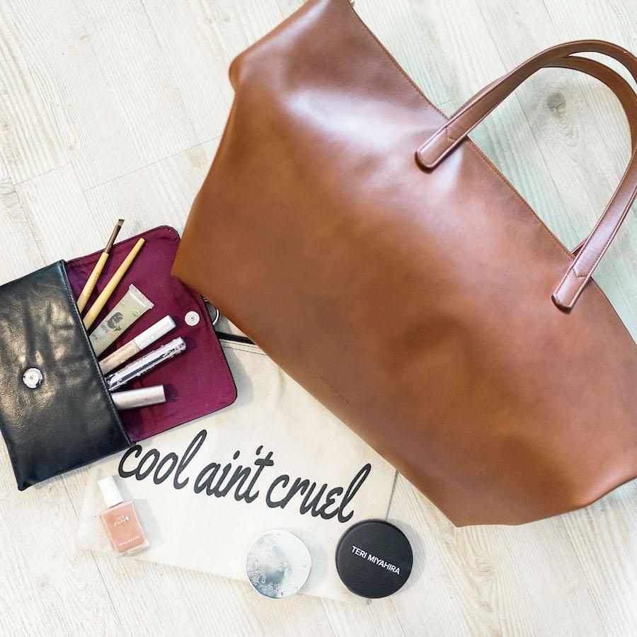 whats-in-my-ethical-vegan-handbag-artsy-agnes.jpg