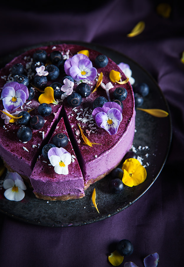 Violets decorate this spectacular looking Raw Vegan BlueBerry & Lemon Cheesecake. Click on the image for the recipe.