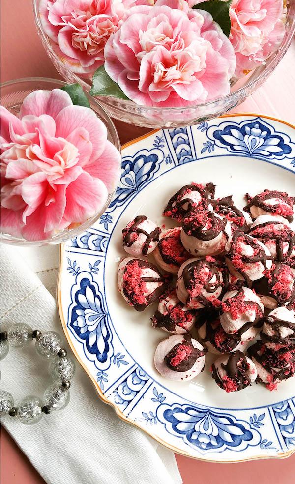 vegan-aquafaba-meringue-strawberry-kisses.jpg