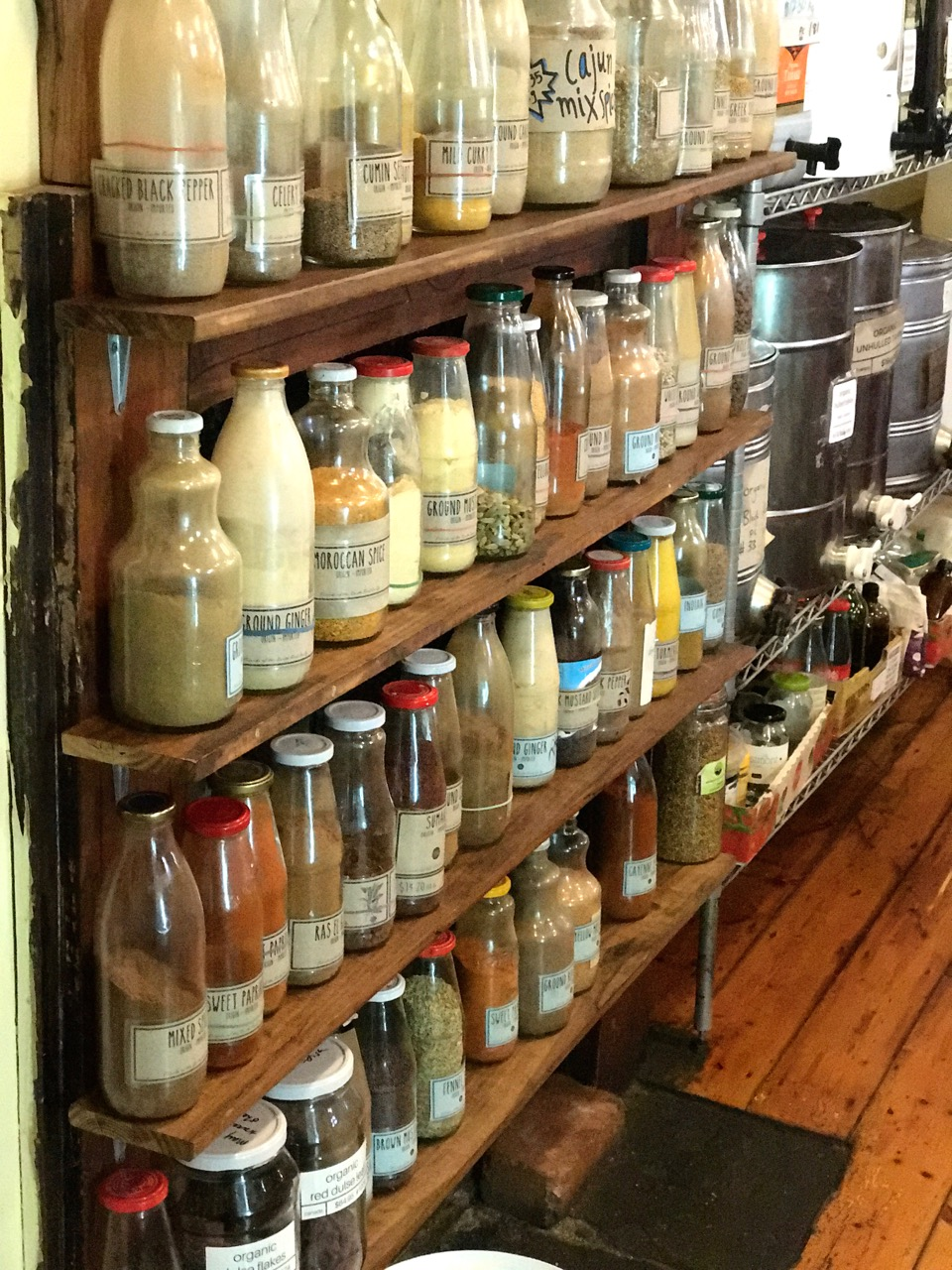 Where to buy bulk foods such as spices, grains, oils, nuts, legumes, teas and coffee in Melbourne.