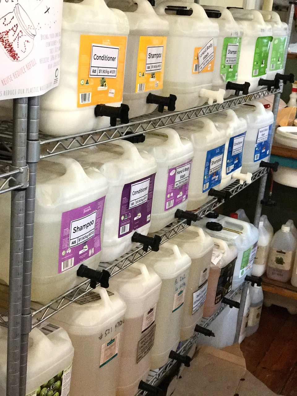 Where to buy bulk, fill your own container, plastic packaging free beauty and cleaning products in Melbourne, Australia. We're joining the #WarOnWaste and taking part in Plastic Free July.