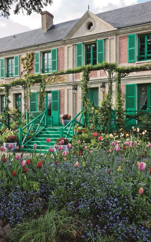 Monet's Garden - One of the most famous gardens in the world utilises the understated charm of Myosotis to create botanical magic.