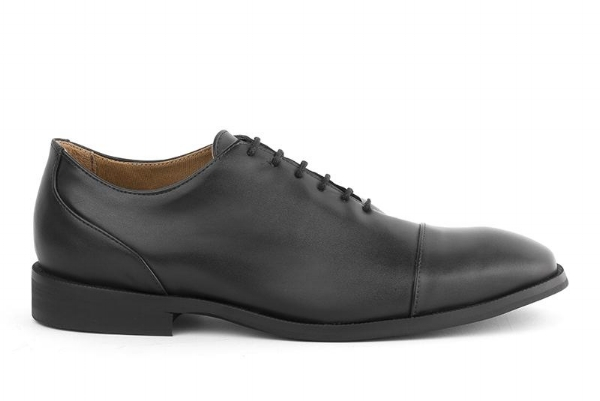 8 Vegan and ethically made dress shoes for men. Including these oxfords by Brazilian brand Ahimsa.