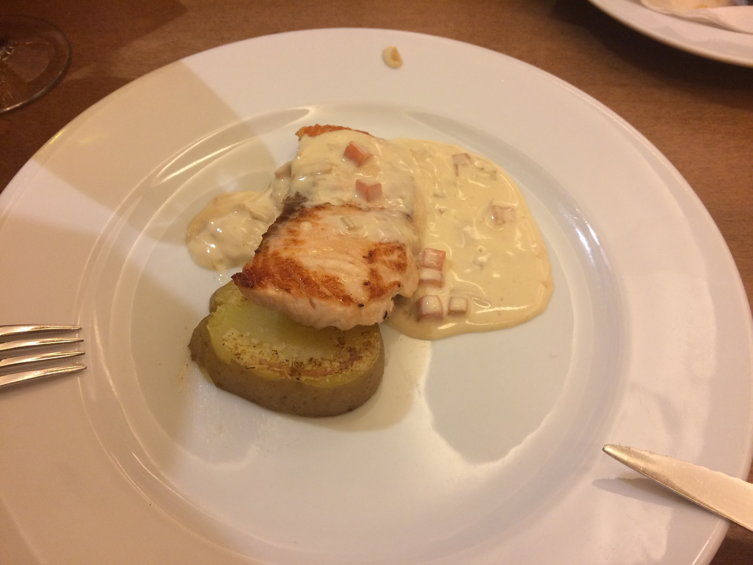 Grilled salmon with leek sauce