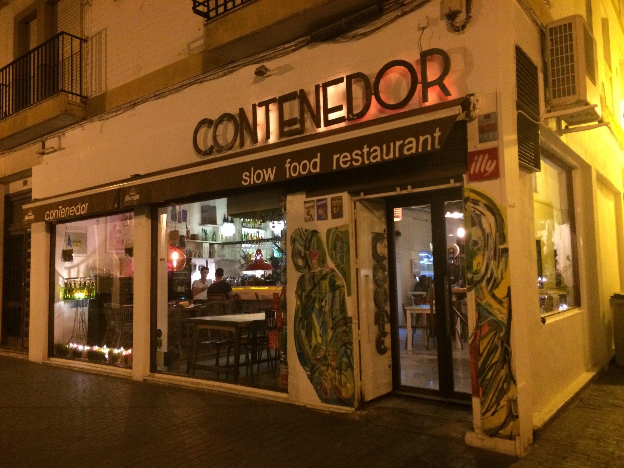 Exterior of conTenedor