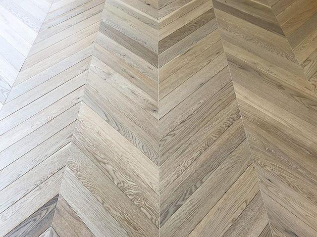Here's a custom chevron pattern we just competed! We used rustic white oak planks over a plywood subfloor.  #design #homedesign #decor #interiordesign #moderndesign #myhouseidea #modernliving #laminate #construction #hardwood #hardwoodfloor #hardwoodflooring #architect  #design #sale #floor #build #la #losangeles #laminatefloor #carpet #tile #development #modern #flooring