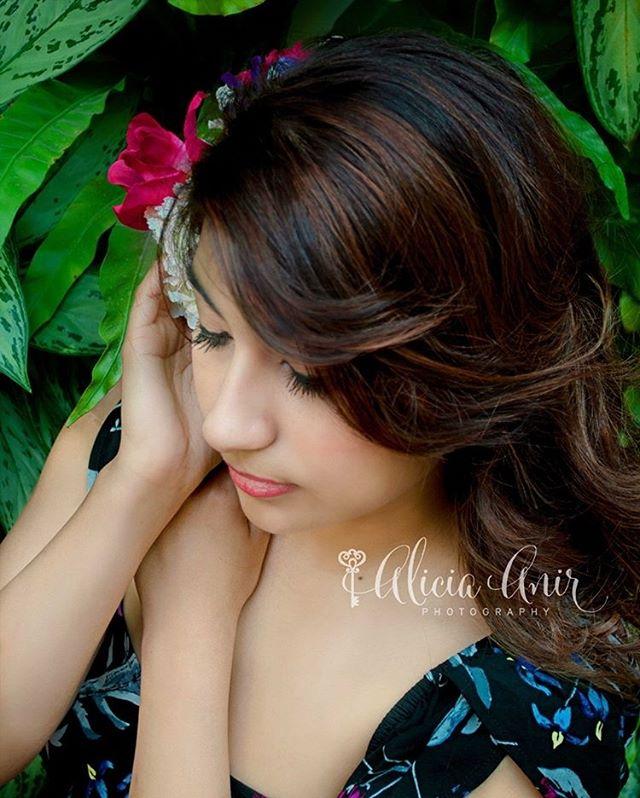 The Secret Garden   Liz Ortiz  www.aliciaanirphotography.com  #houstonphotographer #houstonseniorphotorapher #seniorportraits #aliciaanirphotography