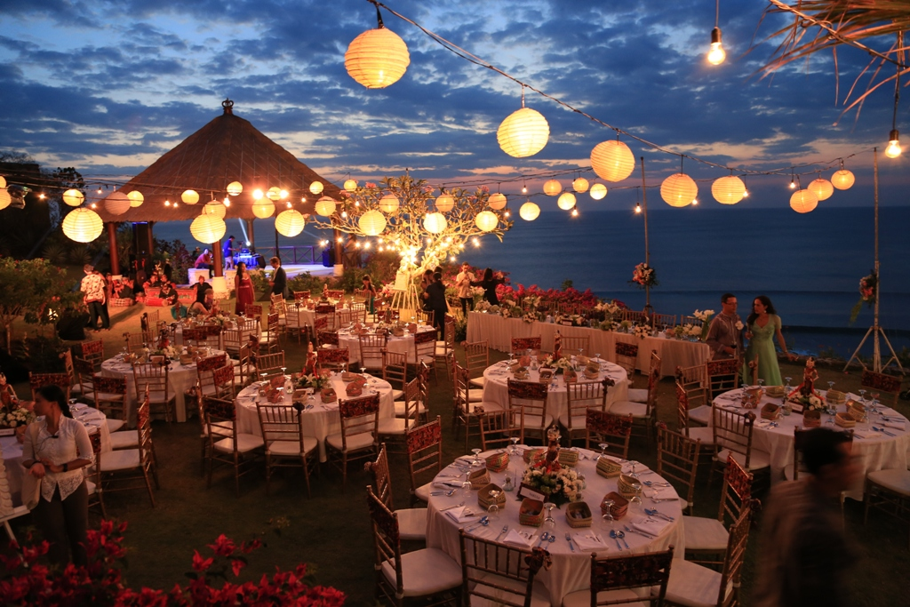 Lantern Lighting - Aerial Lanterns match with floor and table candles to create an irresistible setting. If this is truly a special event, give it the treatment it deserves and wow your guests with an unforgettable evening.