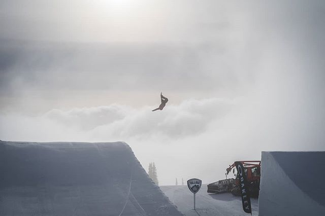 Through the clouds with @ggillz at #Superpark22 . What does everyone do to stay motivated? Does anyone ever feel like their work is going absolutely nowhere? I would love to know what people do to re-find their passions and creativity. The last couple years have been rough for my photography. Last year I decided to step back from shooting full time and that helped, but I still find trouble seeing the passion in my work I once had. Just looking for ways to reboot and start creating at a level I can be proud of again. . . . . #superpark #Superpark22 #snowboarding #snowboarder #snowboardermag #shred #crystalmountain #bataleon #bataleonsnowboards #switchbackbindings #motivation #creatives