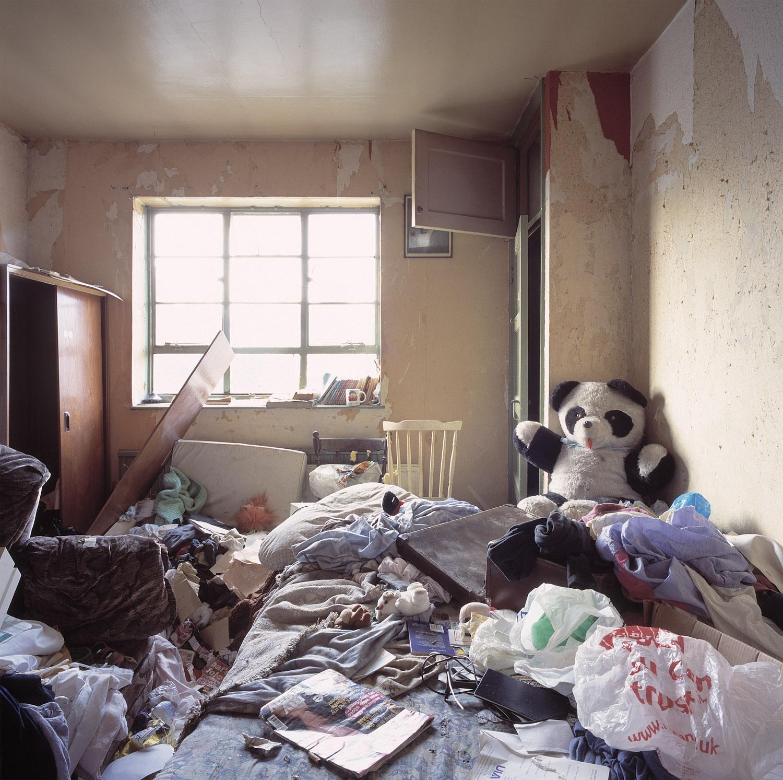 CRACK.BEDROOM.01_©AOliver.jpg