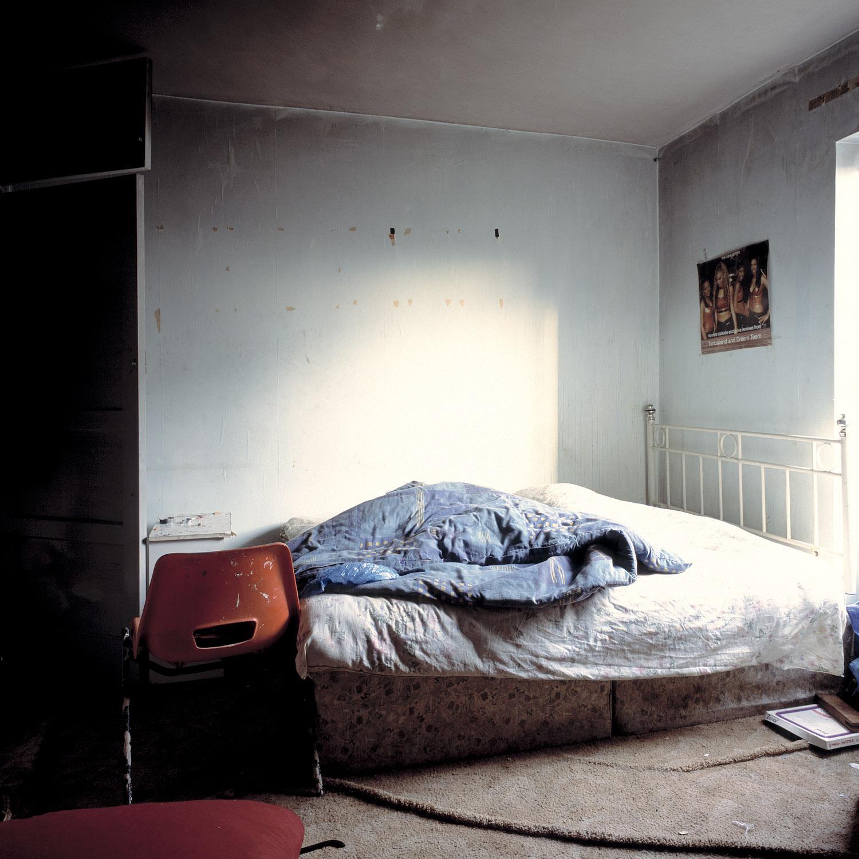 CRACK.BEDROOM.02crop_©AOliver.jpg