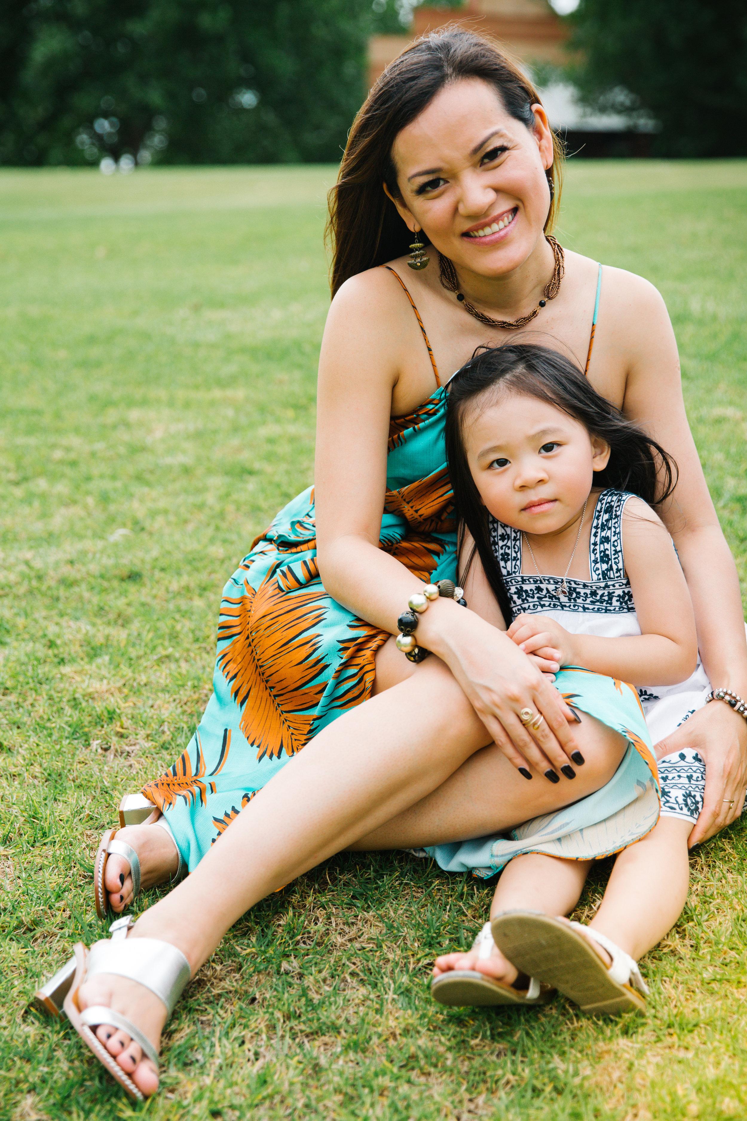mother & daughter outdoor photo shoot
