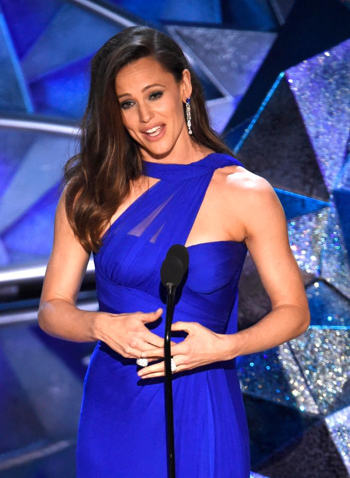 jennifer garner blue.jpg
