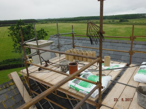 Roof level with ceramic liners