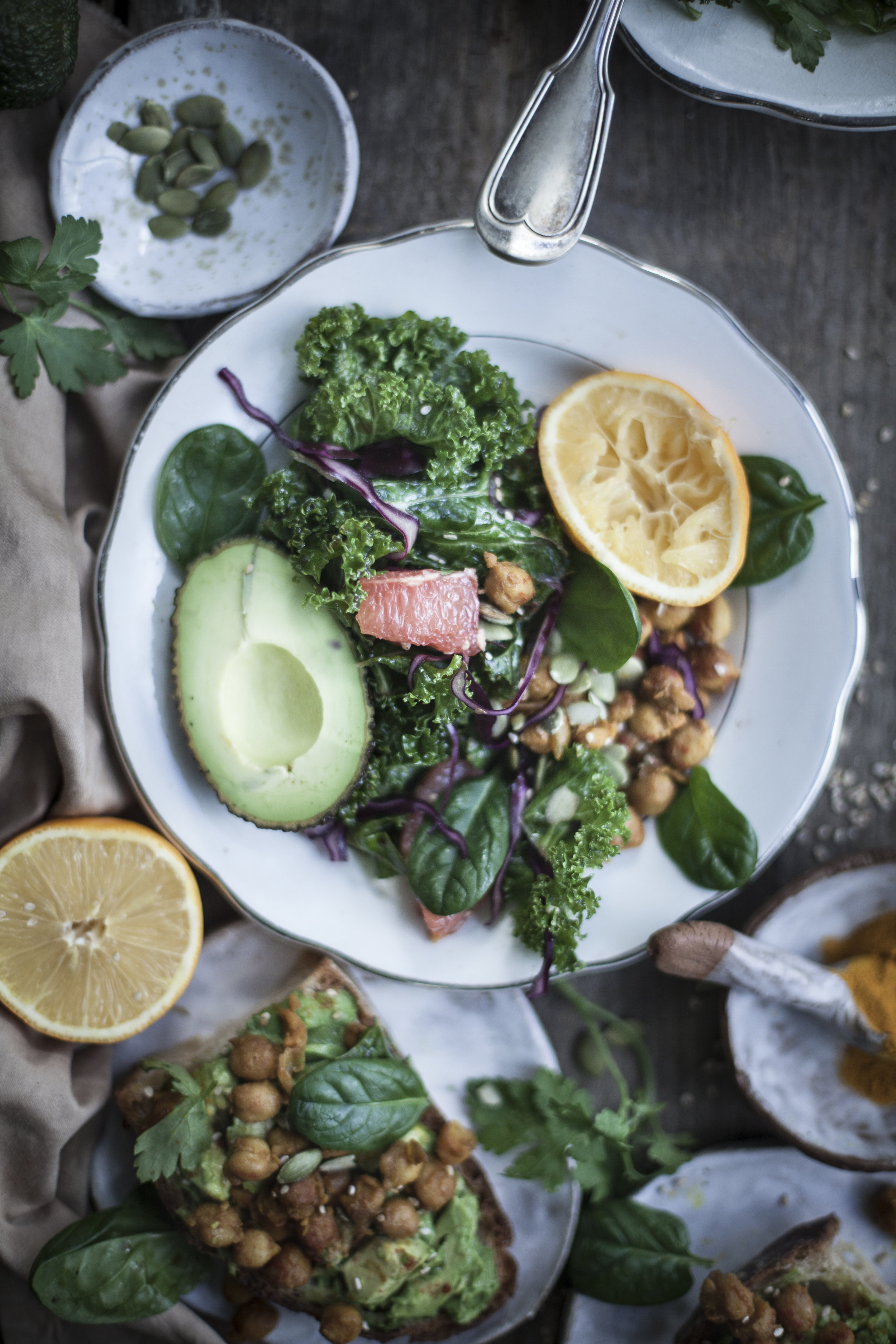 pressed kale and chickpeas salad with chitrus