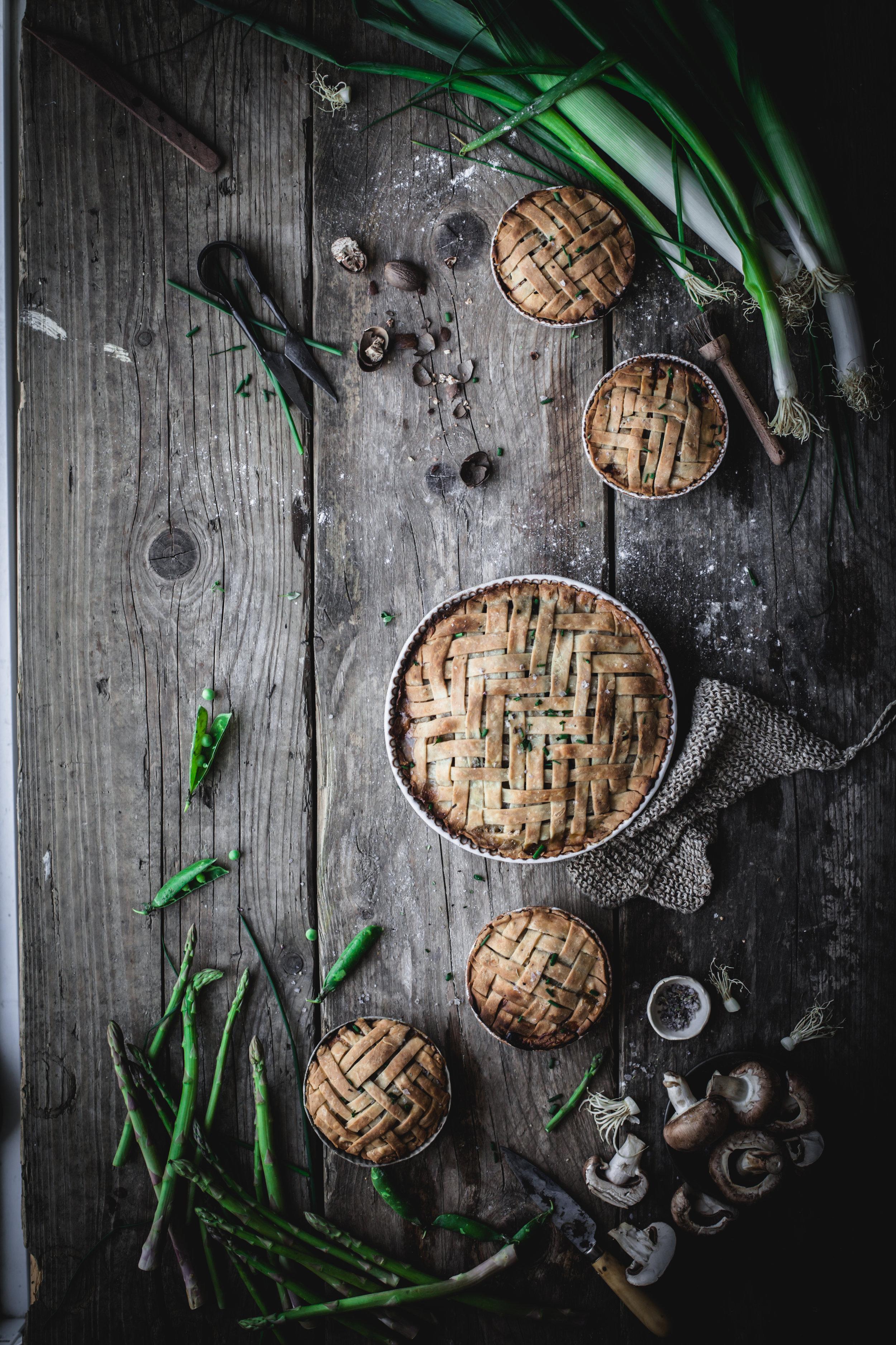 vegan vegetable pies with herbs pastry