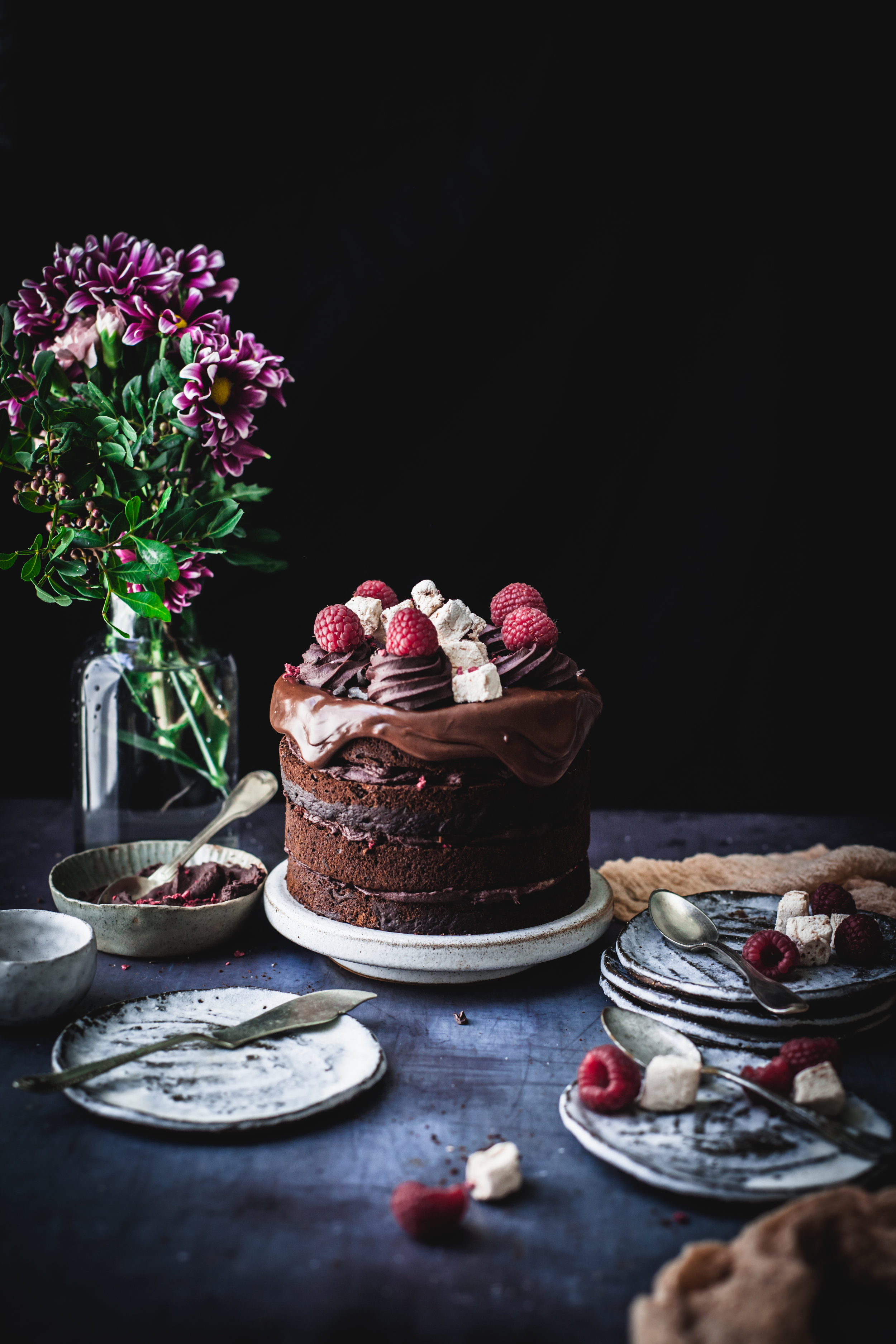 raspberries chocolate cake with marshmellow dripping #vegan #nutfree