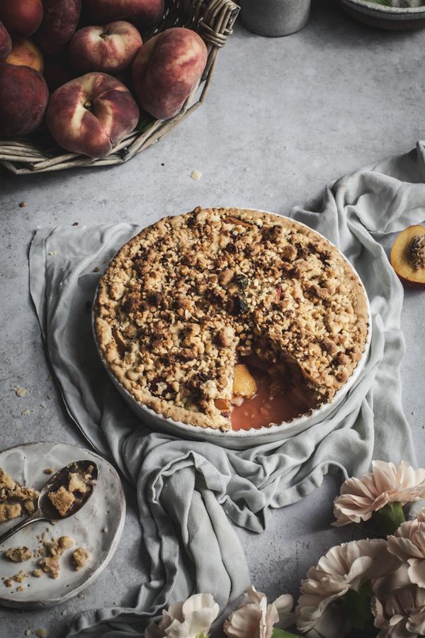 summer peach crumble pie #vegan