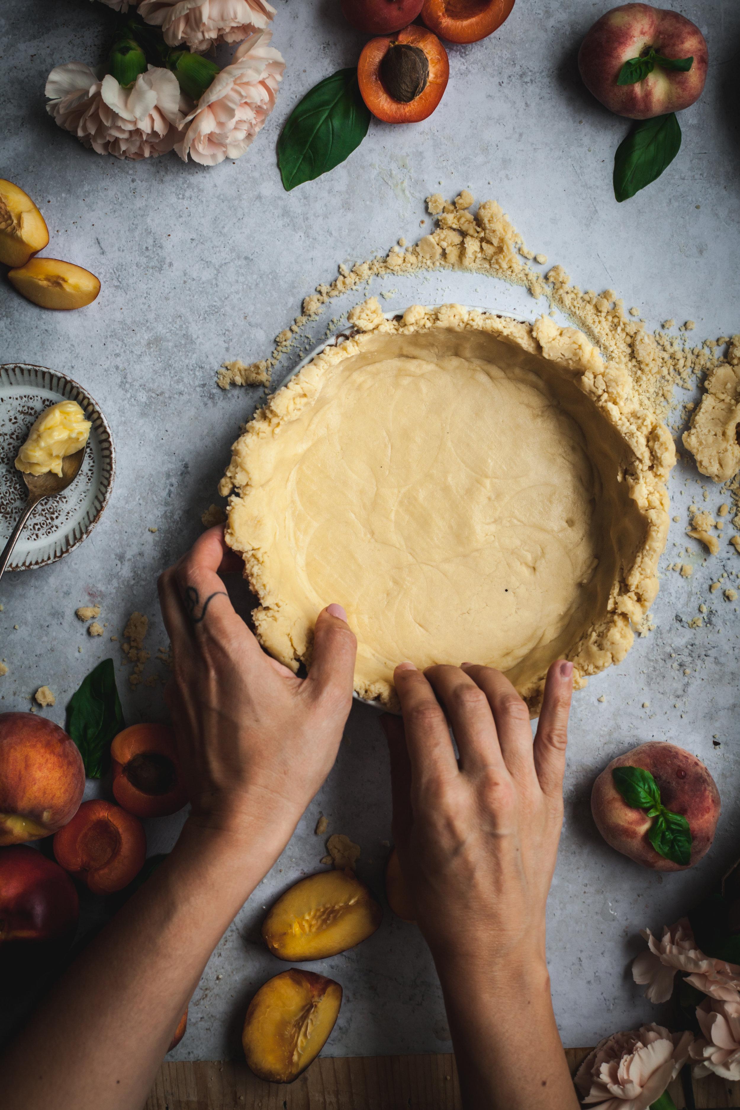 summer fruits crumble pie with caramel #vegan