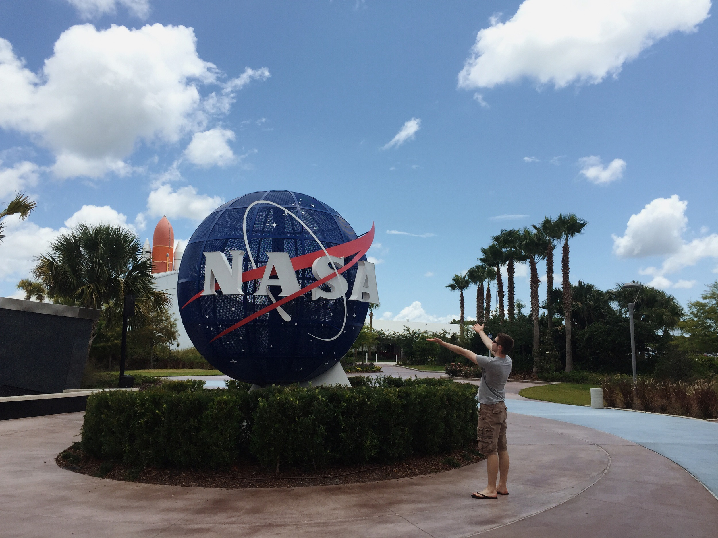 kennedy-space-center-entrance