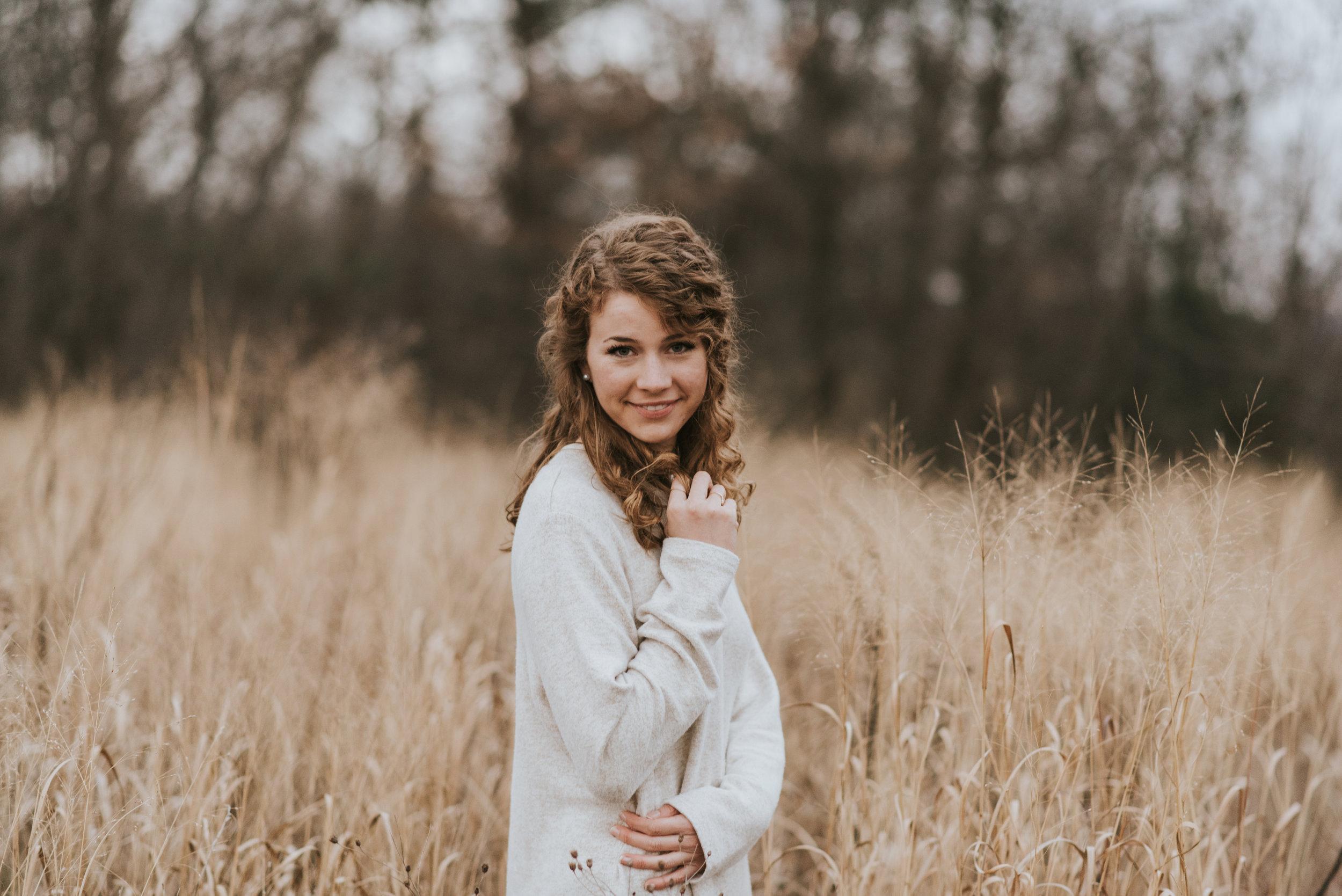 field senior portrait