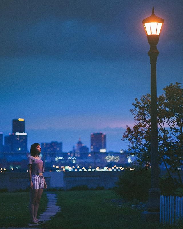 #fbf  2012 Swan-song of the sodium vapor streetlight.  #lookingupatlights