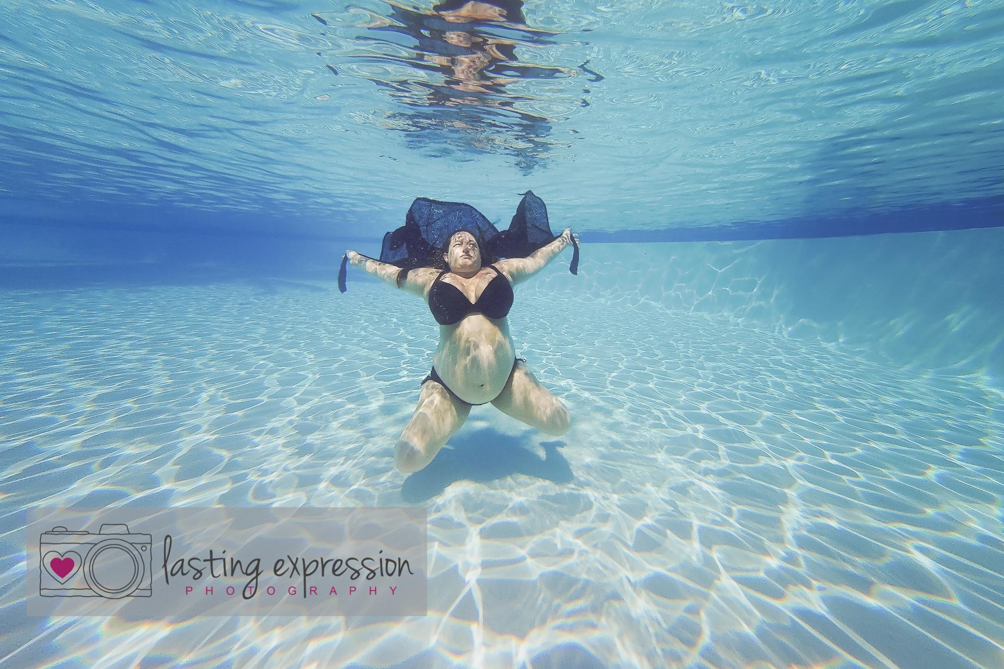 underwatermaternity-logo-9.jpg