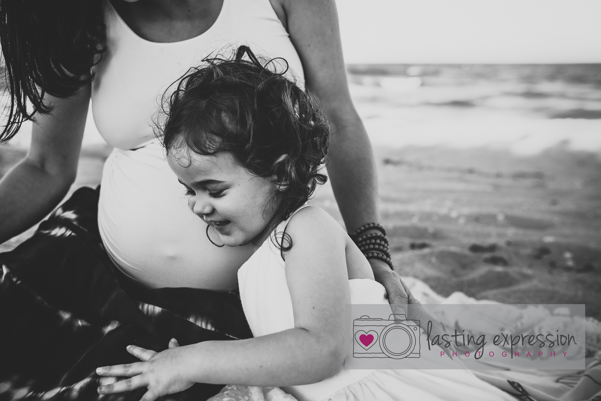 rivera-maternity-logo-1.jpg