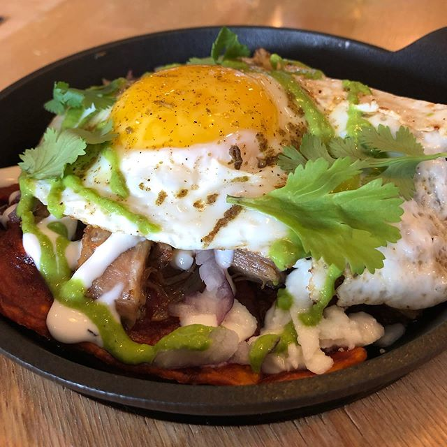 Chilaquiles this weekend with carnitas and guajillo salsa. Also still have mom's tomatoes @slagelfamilyfarm for that last taste of the very best of summer. #chilaquiles #logansquare #brunch