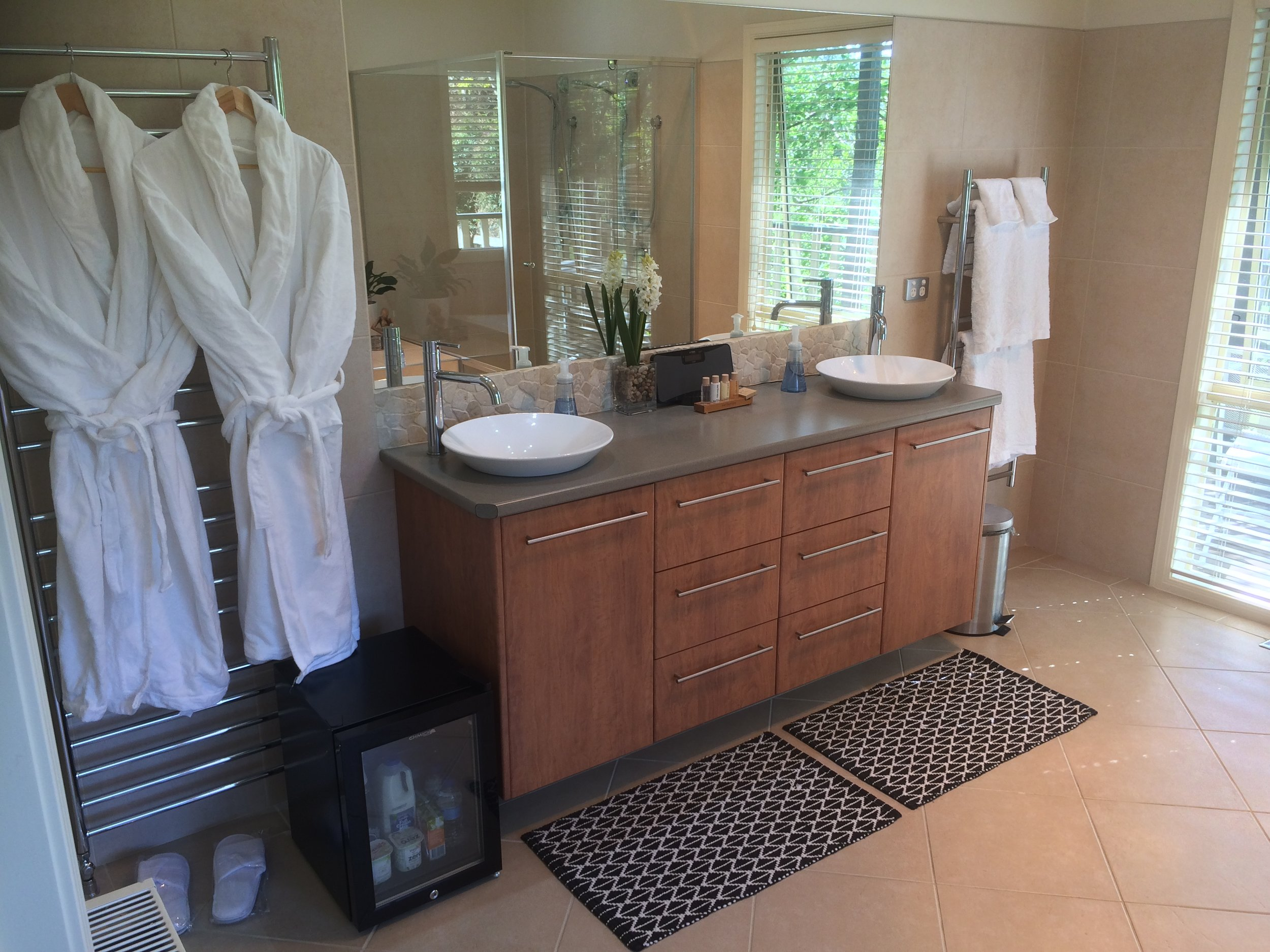 Emerald Ridge Guest Room Bathroom