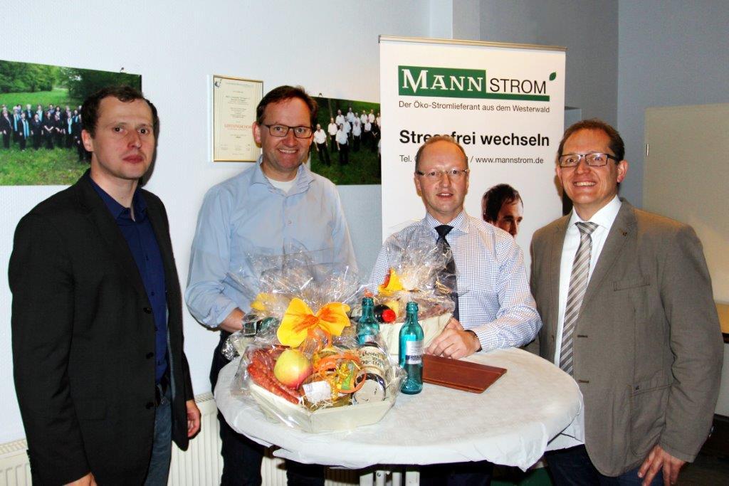 von links: Peter Müller (Energieagentur), Markus Mann (MANN Naturenergie), Christoph Zeis (EDG), Ansgar Ritz (Ortsbürgermeister)
