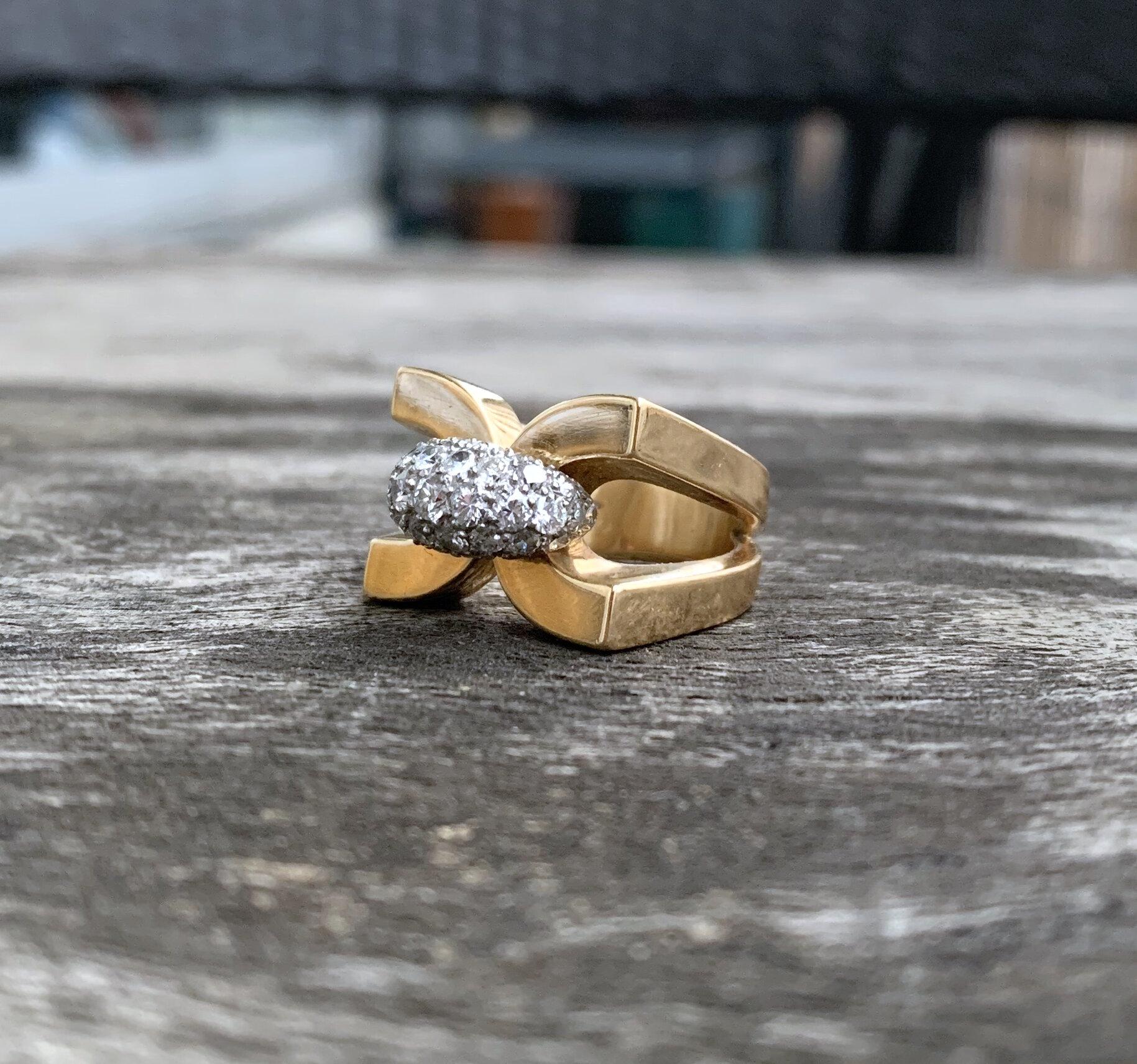 bague or jaune diamant moderne