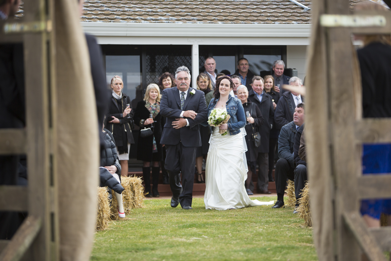 arrival of bride hawkes bay wedding photographers