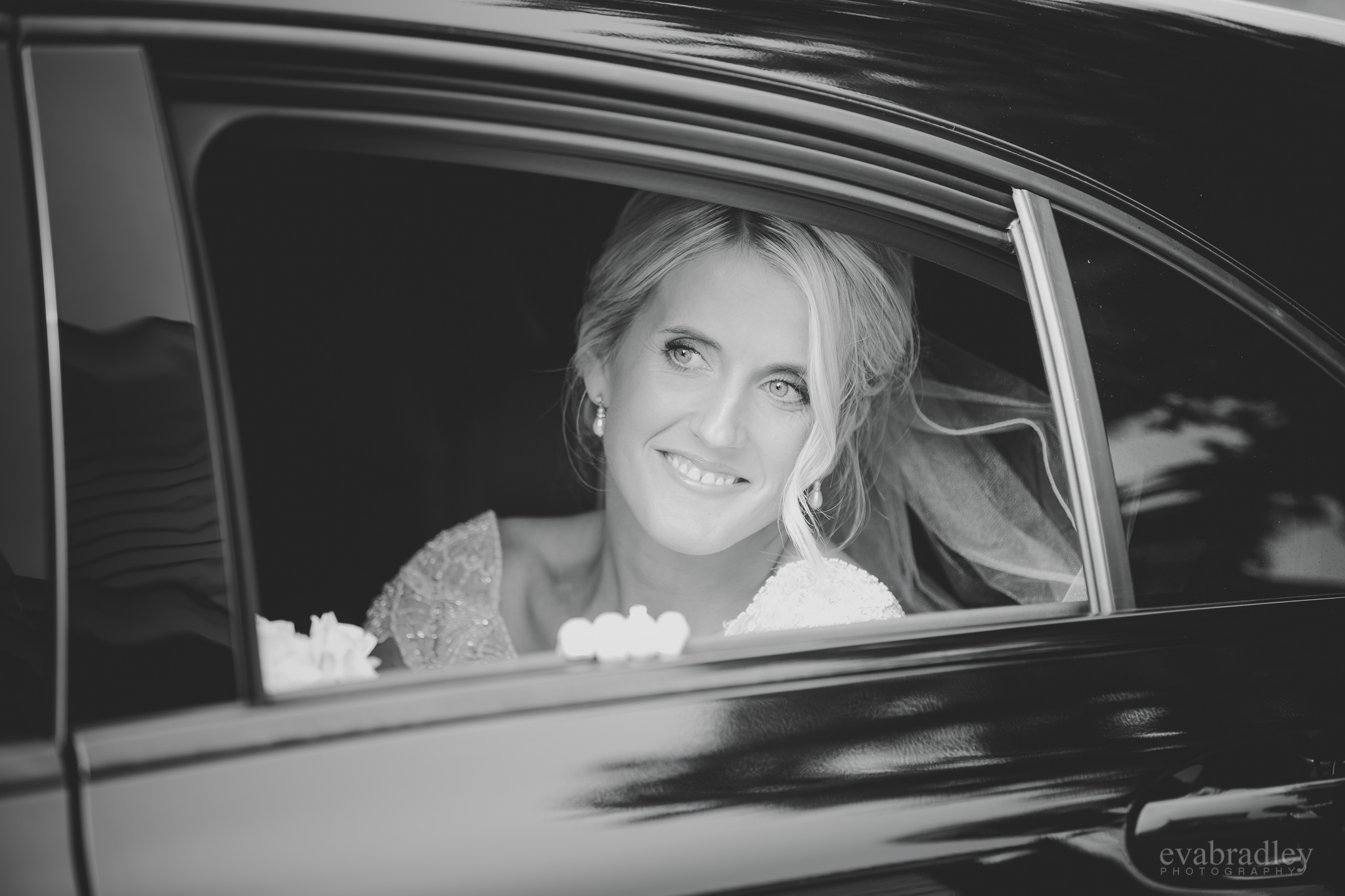 bride-arrives-at-the-old-church-meeanee