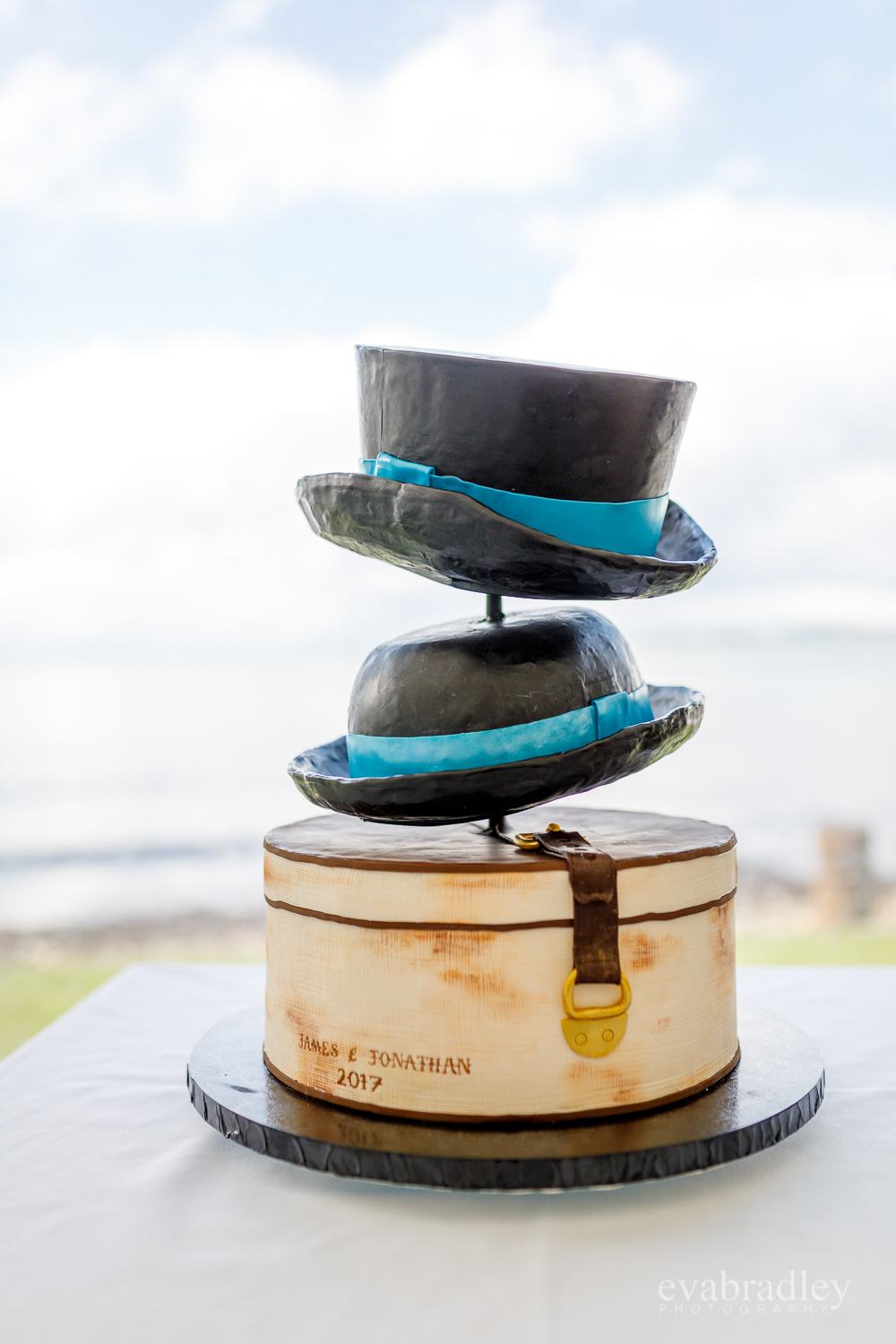 top-hat-wedding-cake-nz
