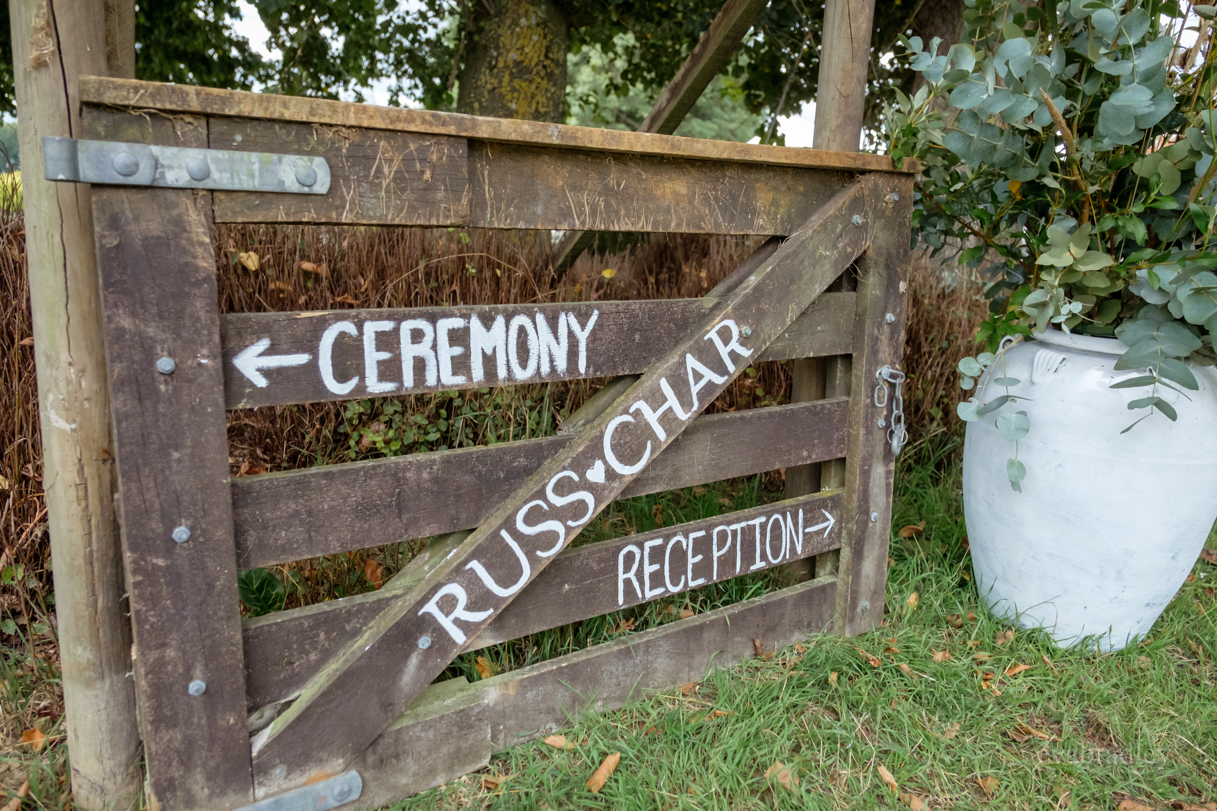 rustic-wooden-wedding-signs-nz