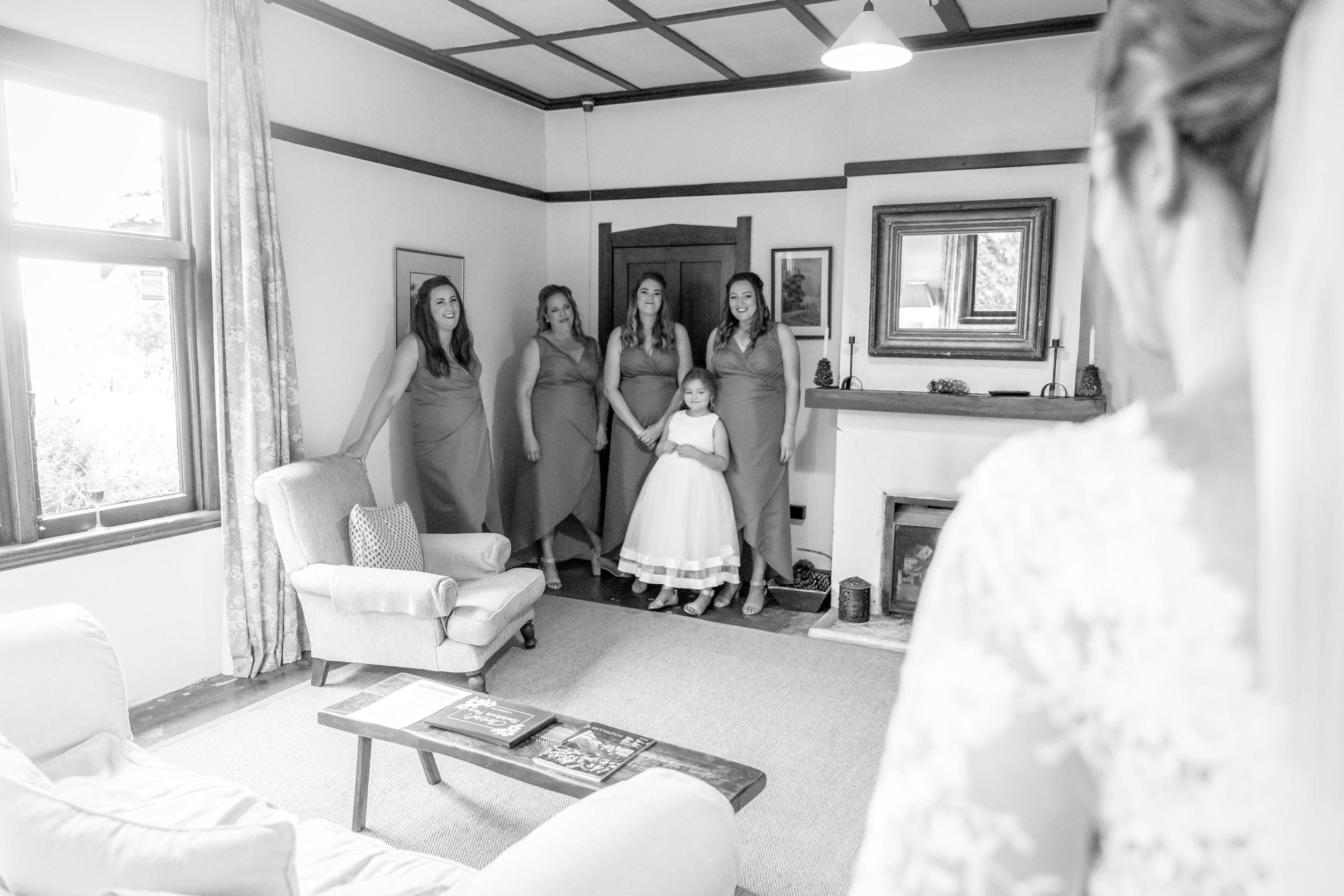bridesmaid-first-look