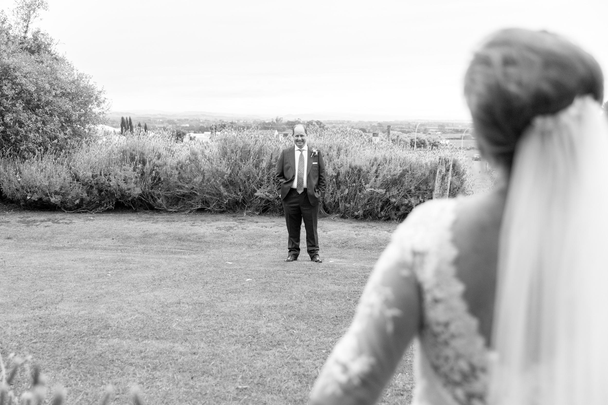 first-look-dad-hawkes-bay-wedding