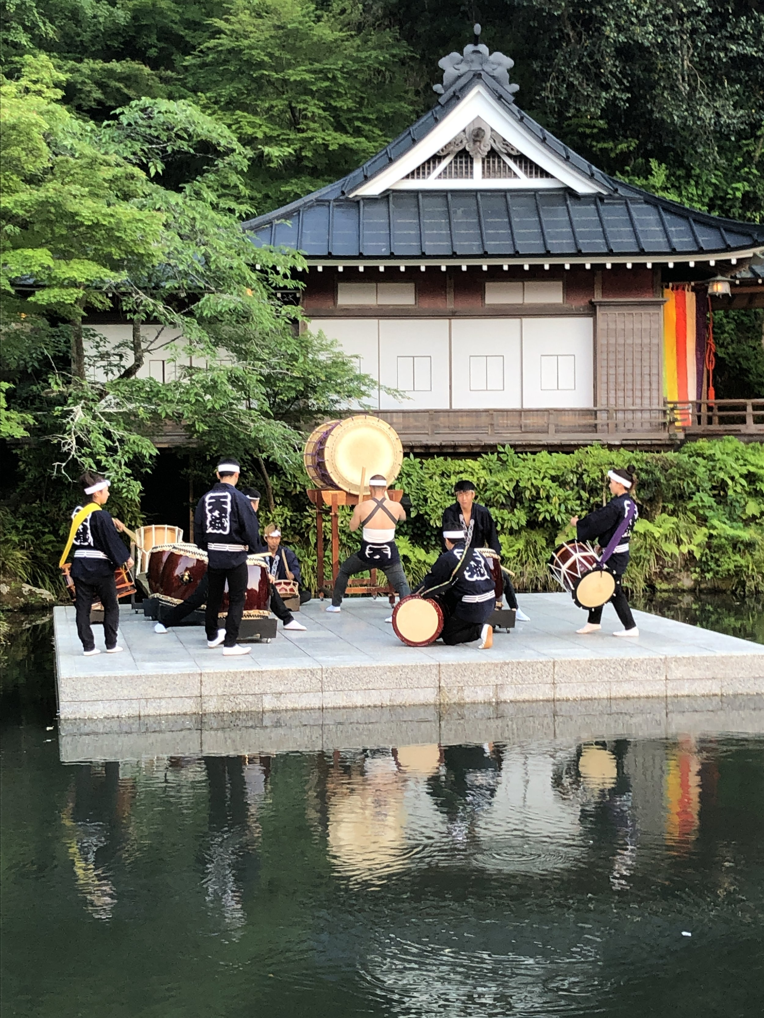 Pre-dinner music at Asaba Ryoken (Izu)